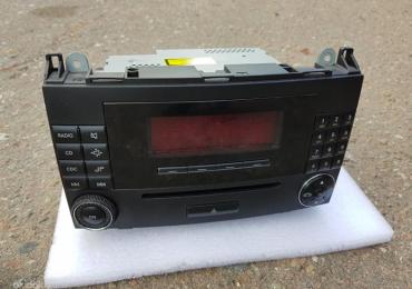 Оригинальный — аудиосистема Audio 20 Mercedes A1698700689