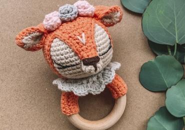 Вязанная погремушка – оленёнок