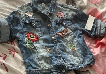 Новая красивая джинсовая коротенькая курточка