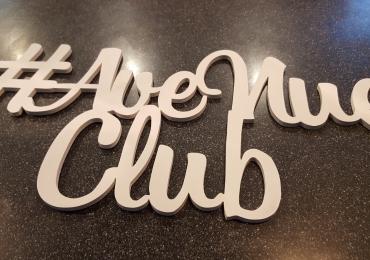 В Club AveNue требуется официант, молодой человек, активный и позитивный.