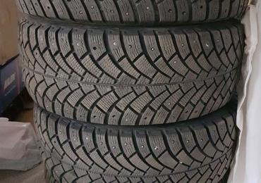 Зимняя резина(немецкая BFGoodrich) комплект 4 колеса в отличном состоянии 215Х55 R16