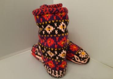 Красивые шерстяные носки на зиму