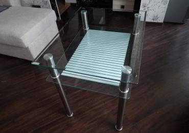 Продам стеклянный столик.