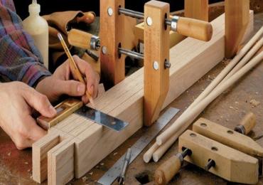 Требуется плотник с опытом работы. Реставрация деревянных дверей, лестниц, работа с деревом